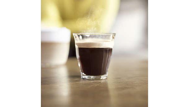 Cafe nóng từ cốc đầu tiên